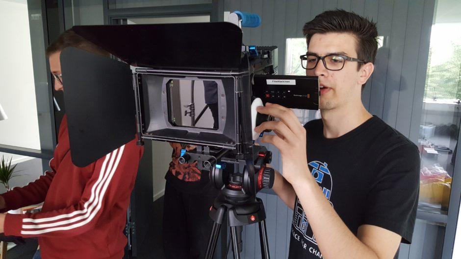 Billede af elever på set